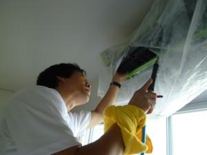 エアコンの開口部、ファン、ファンの奥を高圧洗浄機にて洗浄します。