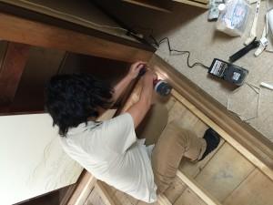 50cm間隔で床板に木材をビス止めします。